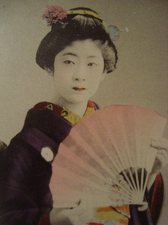 maiko postcard  http://www.etsy.com/shop/ShiningChrysanthemum?ref=top_trailEarly Japan, Japan Vintage Prints, Asian Image, Del Antiguos, Japanese Geisha, Japanese Beautiful, Eventaillez Moi, Vintage Geishas, Geishas Postcards