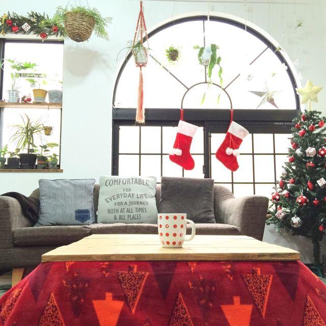 kiki_nekkoさんの、机,インスタ→kiki_nekko,クリスマス,飾りは全部IKEA♡,IKEA,ニトリのツリー,こたつ天板DIY,観葉植物,NO GREEN NO LIFE,中古住宅,関西好きやねん会,ZOO会♡,こたつ,のお部屋写真