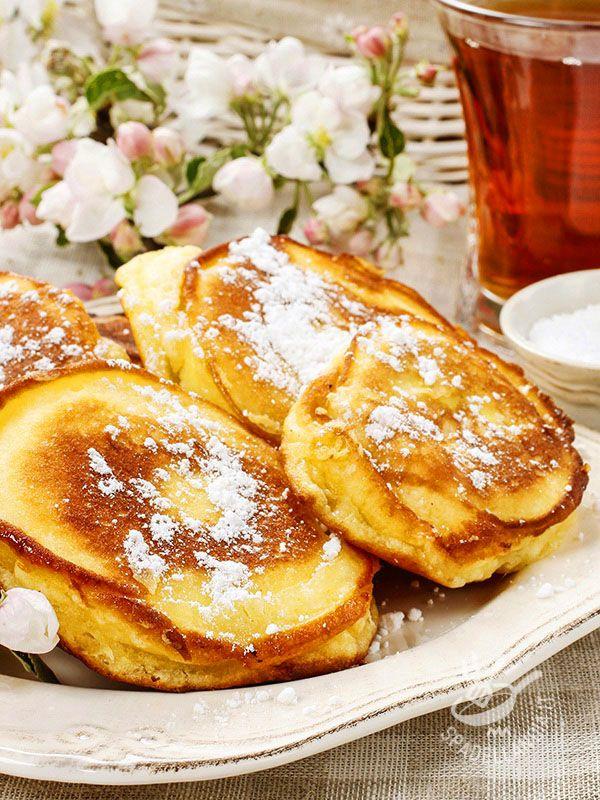 Le Mele fritte in pastella sono perfette per un risveglio da leccarsi i baffi o per una merenda domenicale molto molto golosa.