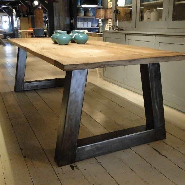 Industriele tafel Troyes - Robuuste tafels - Unieke robuuste kloostertafels direct uit voorraad of geheel op maat gemaakt. Uw boomstamtafel, kloostertafel of strakke design tafel direct uit voorraad of uw tafel op maat geheel naar wens samengesteld!