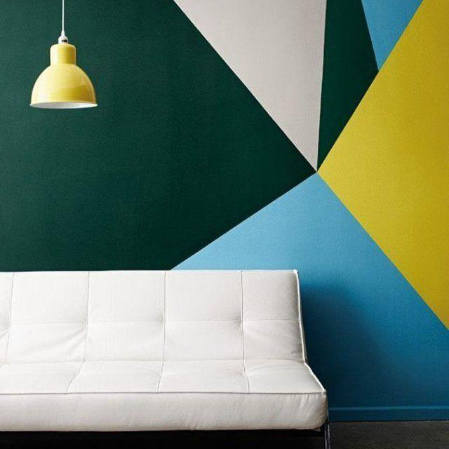 Un mobilier blanc pour mettre en valeur les murs colorés ...