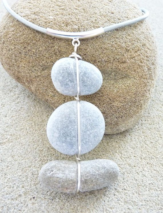 Beach stone necklace. Collier galets de plage.