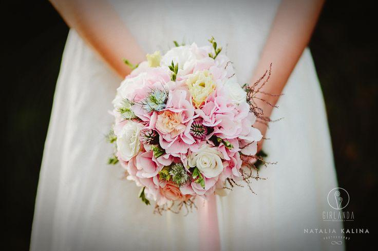 Wedding bouquet in pastel colors. Bouquet by Kwiaciarnia Girlanda, photo by Natalia Kalina Photography