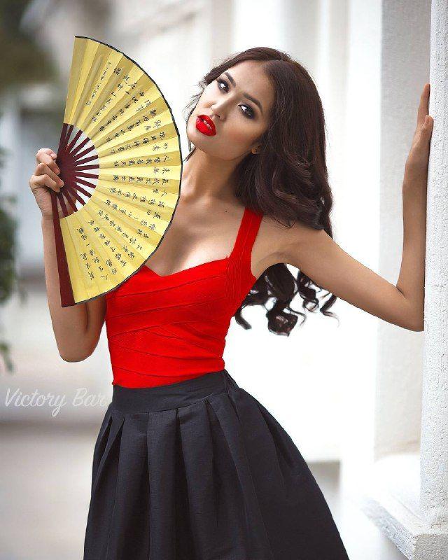 Begimai Karybekov Sri Lanka'da tutuluyor Bayan Intercontenintal 2016 uluslararası güzellik yarışması, at Kırgızistan'ı temsil eder. Подробнее: на Limon.KG