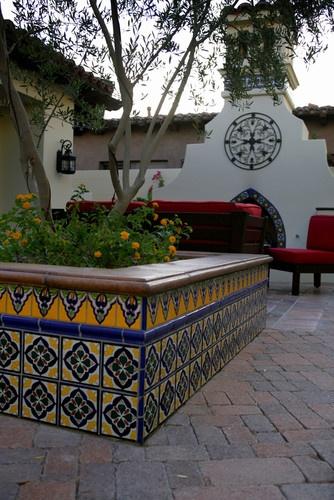 1000 images about talavera tiles on pinterest tile - Spanish style patio ideas ...