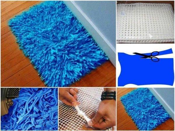 Cómo hacer una alfombra de baño con retazos de tela   Materiales:  Telas varias Tijeras Estera cuadriculada (podrás encontrarla en tiendas de artesanía)   Preparación: - En primer lugar hay que asegurarse de que las telas estén bien lavadas. - Luego decidir el tamaño deseado para la alfombra de baño y luego corta una estera cuadriculada de esas dimensiones. - Comenzar a cortar las telas en piezas de aproximadamente 15 cm de largo y 2 cm de ancho. - Anudar cada tira a lo largo de la red, ...