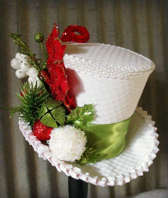 Sombrero blanco con detalles navideños