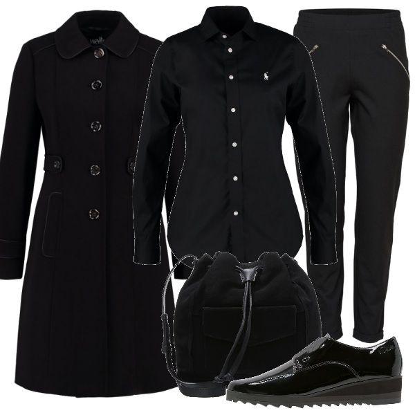 Una proposta in total black, per il rientro al lavoro. Un paio di pantaloni con zip nelle tasche si abbinano alla camicia di taglio classico e al cappotto. Le scarpe sono basse senza lacci e la borsa a tracolla.