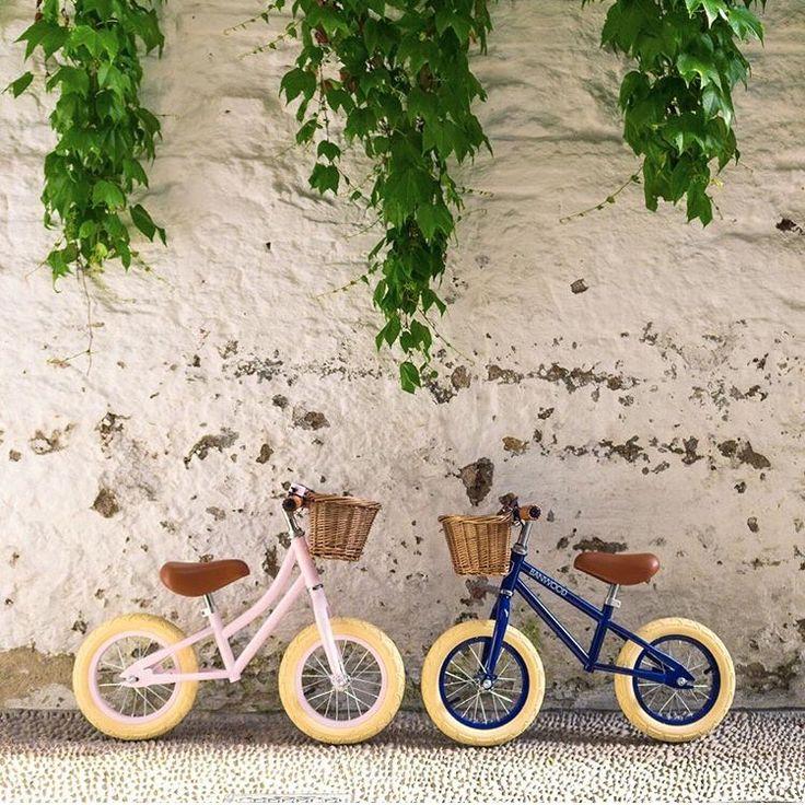 Wat zijn ze gaaf deze loopfietsen! Met een loopfiets  zal de overgang naar een fiets met trappers kleiner worden, doordat je kind meer balans kan houden. Je vindt 6 verschillende kleuren in de shop!