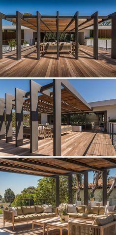 Este grande pérgola que tem espaço suficiente para um grande salão e sala de jantar ao ar livre.