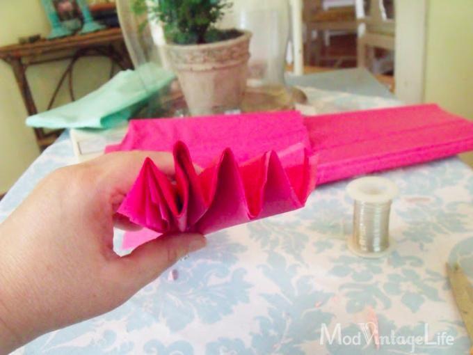 Slik lager du stilig veggdekorasjon av papir på 1-2-3!