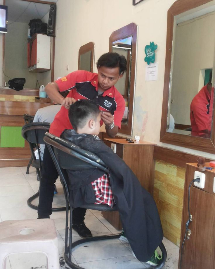 Model rambut untuk anak sekolah.  #haircut #clippercut #menscuts #menscutandstyle #kids #curl #cool #cosmetology #mensfashion #mustache #fade #hair4him #undercut #hairporn #repost #instaselfie #ponytail #blurryfades #beards #beardgang #beardlife #beardoil #gionhadiningtyas #yogyakarta #anaksekolahan http://tipsrazzi.com/ipost/1522927462794548878/?code=BUihnVmjlaO