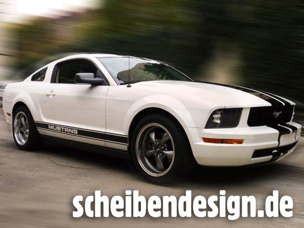 Mustang mit Viperstreifen
