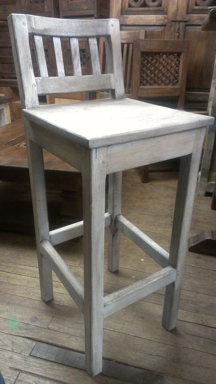 Silla alta (stool) rustica . Cualquier color. Envios en Colombia. http://www.sofaplus.co/