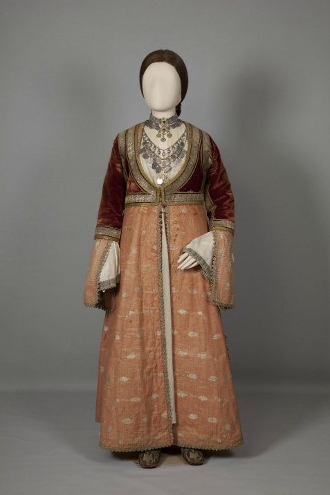 Aστική γυναικεία φορεσιά Πύργος Ηλείας, Πελοπόννησος. Μέσα-τέλη 19ου αιώνα