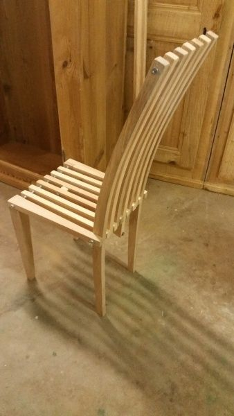 Chaise en frêne et sapin par niclasse - Chaise en frêne en sapin, le dossier à été fait à la toupie avec gabarit, les pieds avant sont gainées à la raboteuse. Le tout est maintenu par des vis fileté avec écrous. Il y a une tige fileté de renfort...