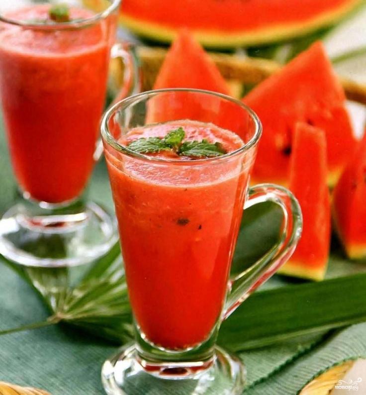 В разгар лета, когда наступает сезон ягод и фруктов, самые лучшие угощения - это коктейли из свежим плодов природы. Коктейль из арбуза самый любимый и вкусный из всех. Встречайте!