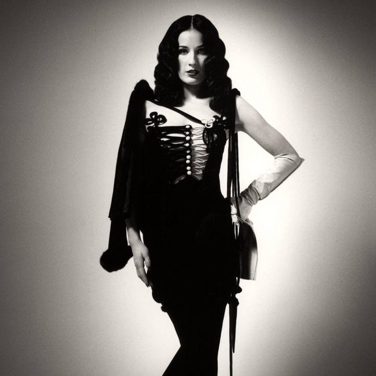 Dita Von Teese, an American burlesque dancer and model.  #ditavonteese #dancer #burlesquedancer #burlesque #model #costumedesigner #author #actress #singer #entrepreneur #pretty #woman #lady #female #queen #beauty #fashion #blackandwhite #augsburg #münchen #muc #munich #stuttgart