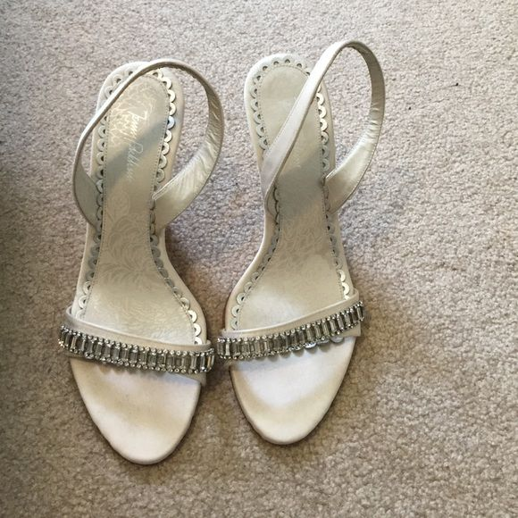 Sz 7 white Jenny Packham open toe sling back  pump Beautiful white bejeweled sz 7 Jenny Packham open toe sling back shoes! The stunning jewels will add a pop to any outfit! Perfect for your wedding or any occasion! Small bruising on right heel as reflected in price. Jenny Packham Shoes Heels