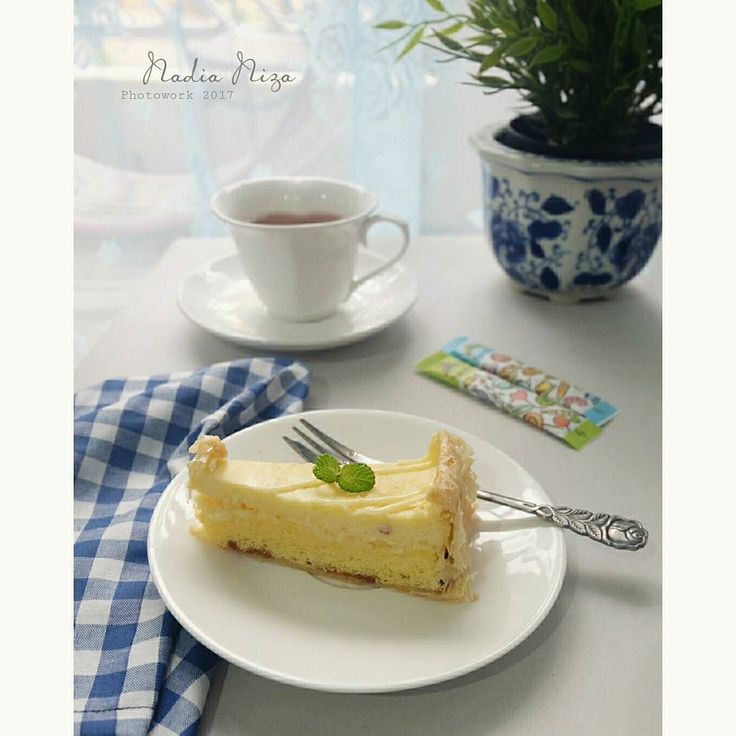 Afternoon tea with @makuta chees  #foodphotography #cheescake  #makuta  #laudyacythiabella  #pics_at_home  #picture_to_keep