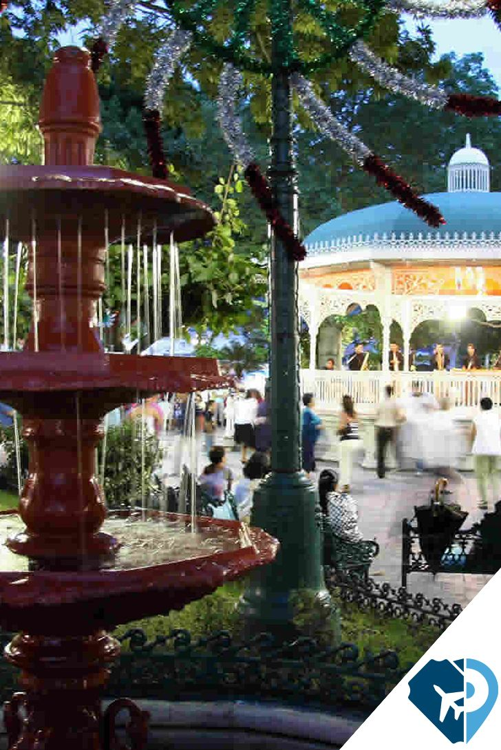 El Parque de la Marimba es solo una muestra de sus principales señas de su identidad citadina. Estaciones marcadas por el calor intenso, por la floración de sus árboles y las fiestas de sus barrios. Tuxtla Gutiérrez, Chiapas, ¡lo tiene todo!