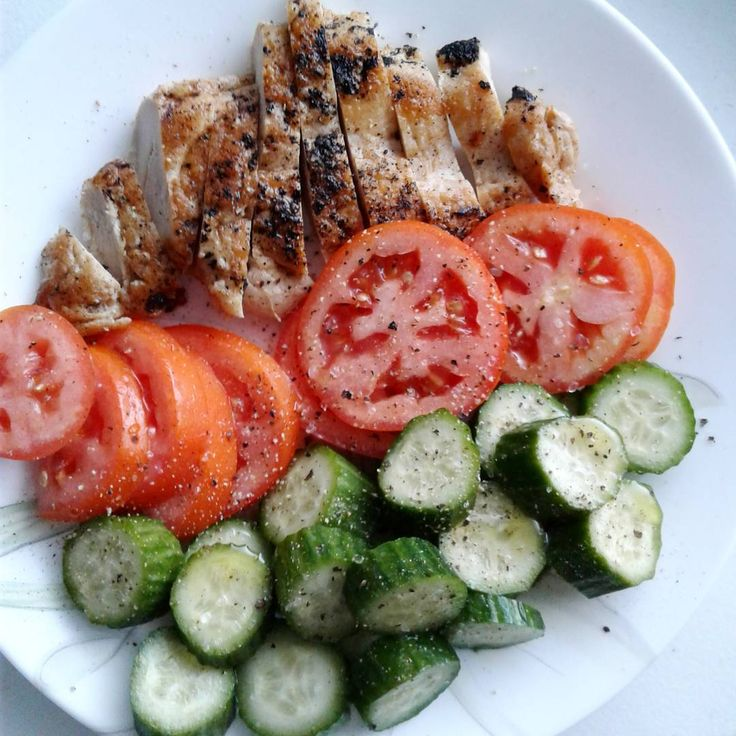 Breakfast: chicken breast, tomato & cucumber with olive oil & black pepper. #keto #ketogenic #ketodiet #paleo #primal #lchfdiet #lchf #lowcarbhighfat #lowcarb