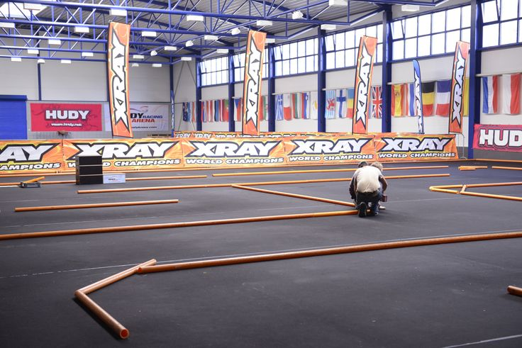 The off-road track is ready so we have started to prepare the on-road track. #RCcar #HudyArena