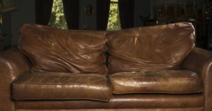 Hazlo tú misma: cómo volver a teñir un sofá de cuero. Los sofás de cuero pueden durar años, tal vez por eso tienen tanta popularidad como una opción de sofá de lujo. Pero un mueble de calidad también puede mostrar su edad, especialmente después de muchos años de servicio. El desgaste se muestra en la forma de un color desteñido, de grietas o desprendimientos. Puedes reparar este daño volviendo a ...
