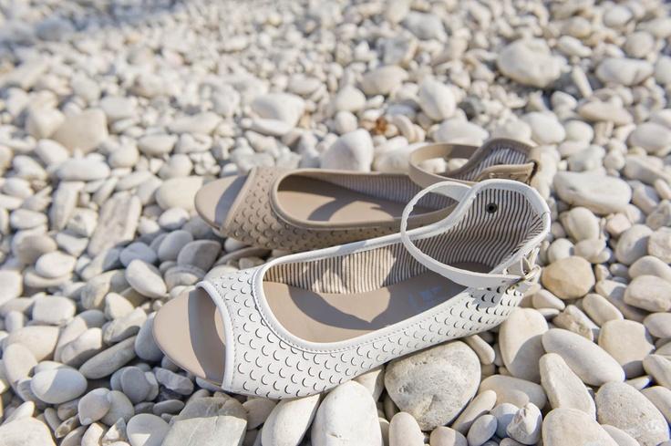 Lilimill flat sandal laser pattern