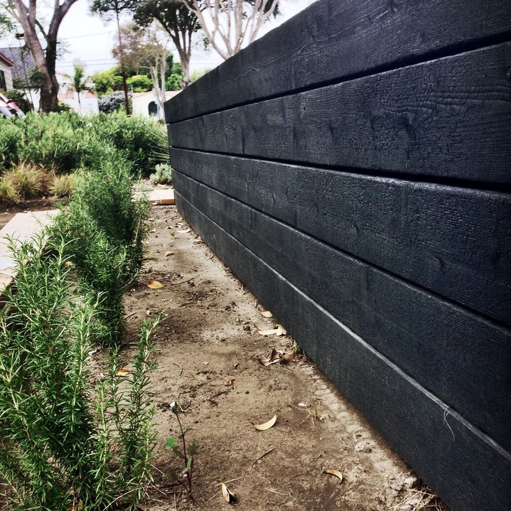 Awesome Holzst nderw nde Beplankt W nde Trockenheit Tolerant Garten Landschaftsbau Woodstock Wood Planks Charred Wood Wood Gardens Garden Walls