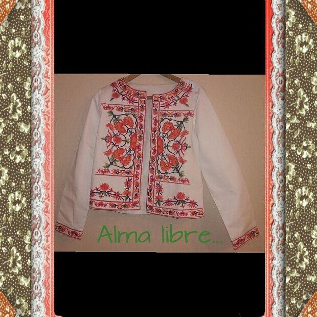 Chaqueta bordada estilo hippie chic. instagram:alma libreboutique.  +56951581064