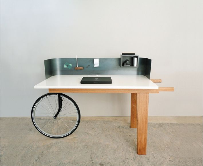 Desk with Bicycle wheel|Bureau met fietswiel