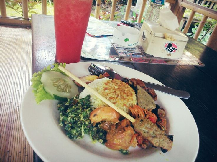 Watermelon juice and nasi ayam kadewatan for lunch at seminyak