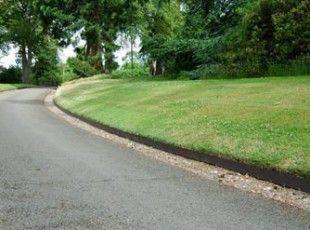 EverEdge steel edging effortlessly creates a clean, continuous edge for your garden or drive.