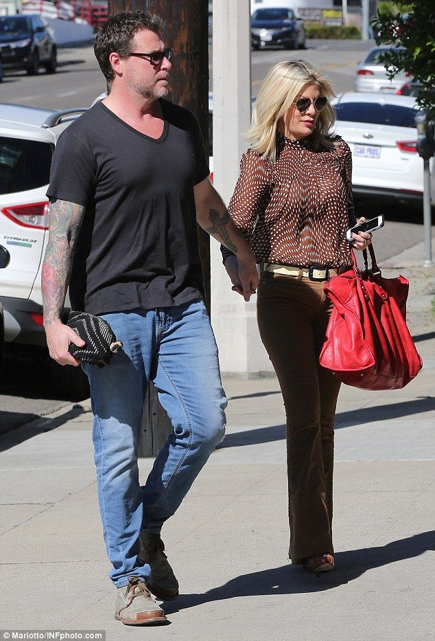 United front: Tori Spelling and husband Dean McDermott held hands as they visited a kitche...