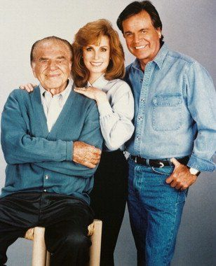 ROBERT WAGNER JONATHAN HART, STEFANIE POWERS JENNIFER HART LIONEL STANDER MAX HART TO HART 8X10 PHOTO Stunning quality 24x36 inch Poster Print!. Ideal to hang on your wall or frame. Would look great at home or in your office!. Exclusive product only available from Moviestore!.  #MovieStore #Home