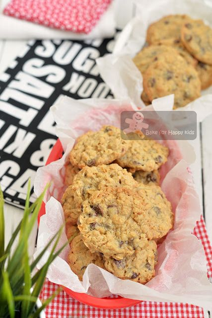 Bake for Happy Kids: Super Yummy Chocolate Chip Oatmeal Cookies - Two R...