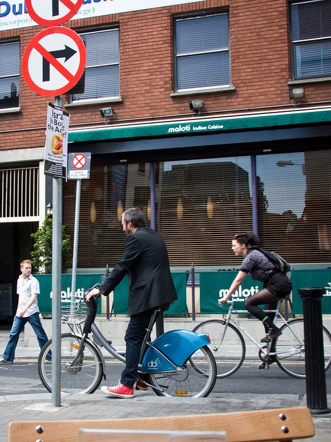 Dublin Cycle Chic - Stop and Not by Mikael Colville-Andersen, via Flickr