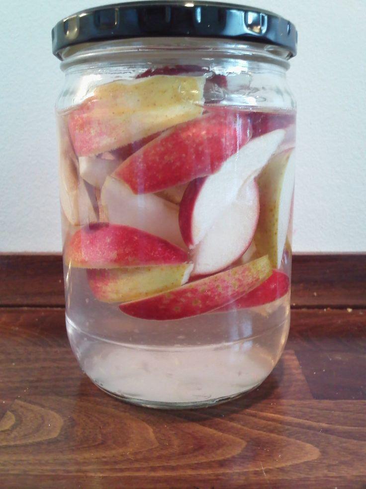 Jeg elsker alle de muligheder, der er i æbler. Forleden skrev jeg en opskrift på en mislykket æblesirup, der endte som en æblegele, der bliv...