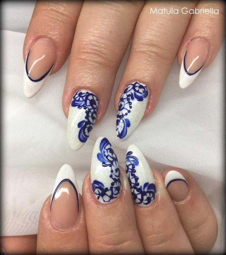 Felhasznált anyagok/Nails made with:  PearLac One Step 002, 706. Minta/pattern: Premium Finish 1324 Color Gel. #pearlnails #műköröm #nails #colorgelnails #frenchnails #franciakörmök