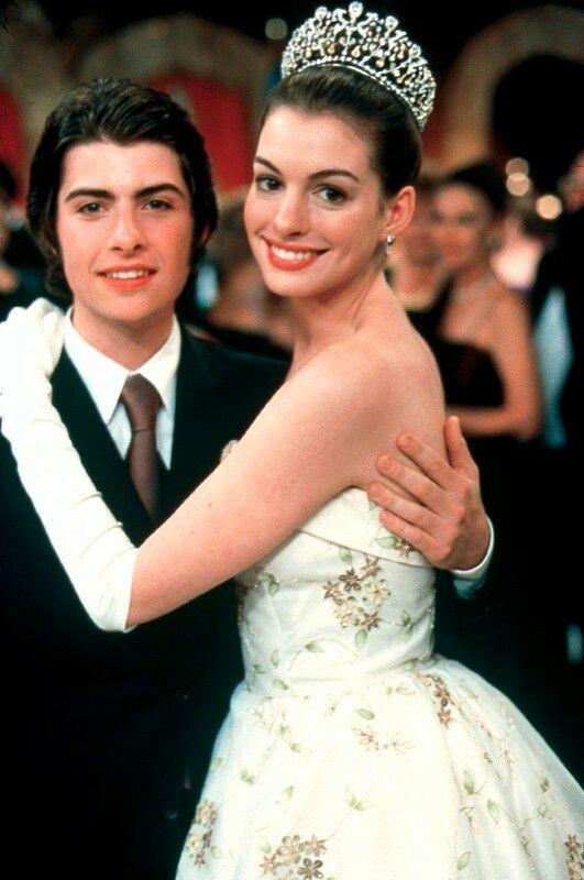 Robert Schwartzman  Anne Hathaway | The Princess Diaries | baru ngeuh kalo yg jadi Michael vocalistnya rooney uuuu