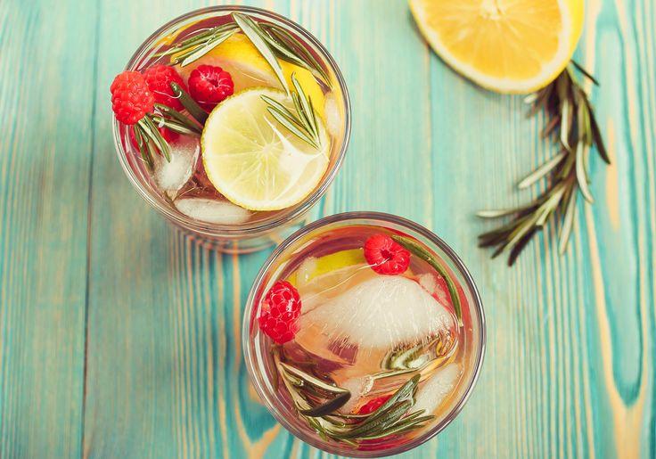 15 receitas de águas aromatizadas