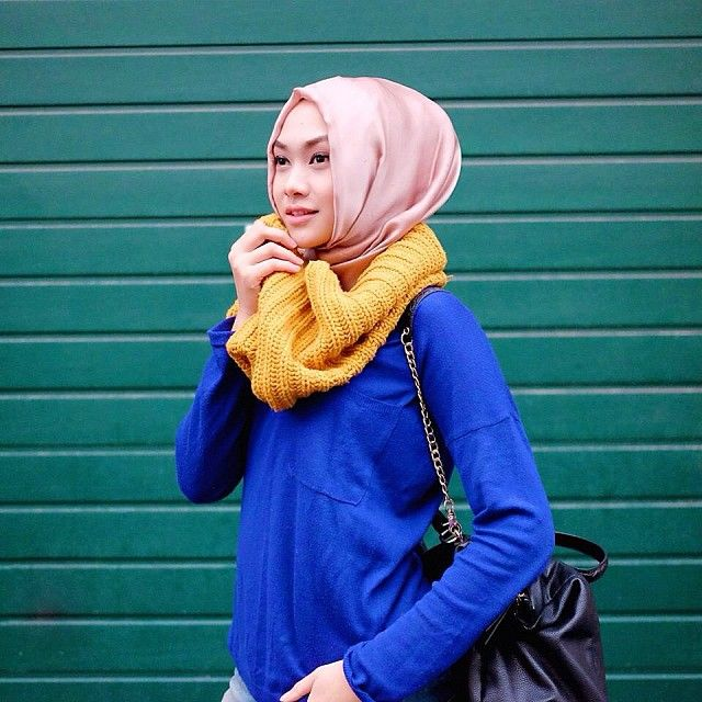 """""""Royal blue + Mustard , lookin fine together #nadafashiontipsandtricks and I'm loving my @nadapuspitaofficial scarves, like.. a lot! Coming soon :)"""""""