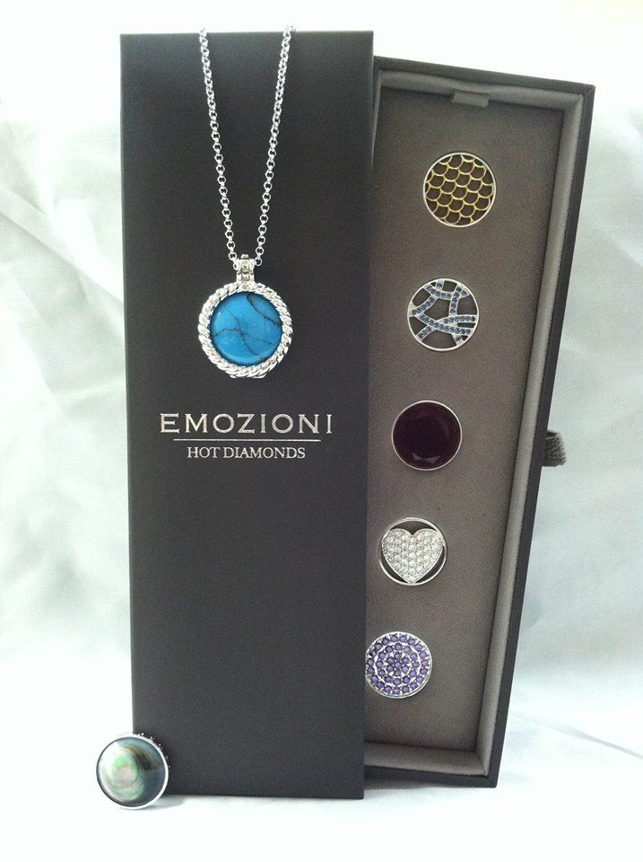 Emozioni by Hot Diamonds. Interchangeable pendant. One piece of jewelry, endless possibiltiies.