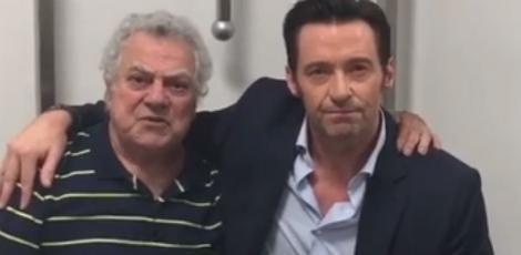 Hugh Jackman encontra dublador oficial do Wolverine no Brasil  Durante a gravação do programa The Noite, apresentado por Danilo Gentili, o ator Hugh Jackman, que visita o país para a divulgação do filme Logan, encontrou o dublador oficial do Wolverine no Brasil, Isaac Bardavid. Confira o vídeo no link!