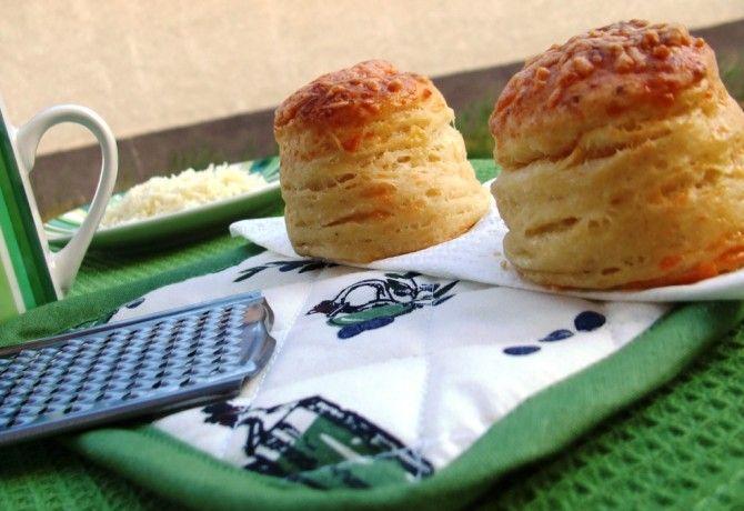 Sajtos-túrós pogácsa Andi konyhájából recept képpel. Hozzávalók és az elkészítés részletes leírása. A sajtos-túrós pogácsa andi konyhájából elkészítési ideje: 55 perc