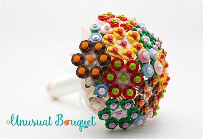 Ladies and Gentlemen, vi presento il Bouquet Lego 2017! info@bouquetalternativi.it #bouquetsposa #bouquetlego2017 #lego #bouquetalternativi #unusualbouquet #bouquetalternativo