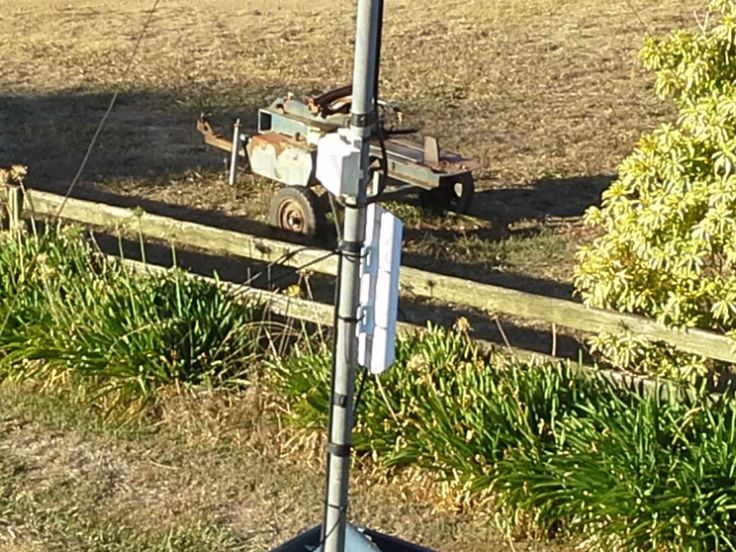 A close up view of the Ubiquiti NanoStation®M (PtP ) Point to Point microwave link installed to carry the Telstra Mobile NextG mobile Broadband data from it's originating point to the required remote location down the valley.