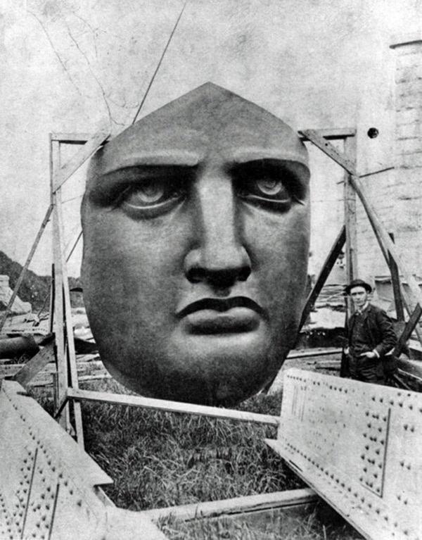 O rosto da estatua da liberdade, esperando para ser instalado
