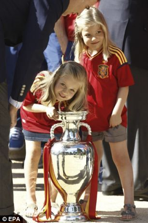 Euro 2012 final: Spanish princesses give players the royal  Leonor (left) and Sofia (right), daughters Crown Prince Felipe and Princess Letizia of Spain, look inside the Euro 2012 trophy at La Zarzuela Palace, Madrid